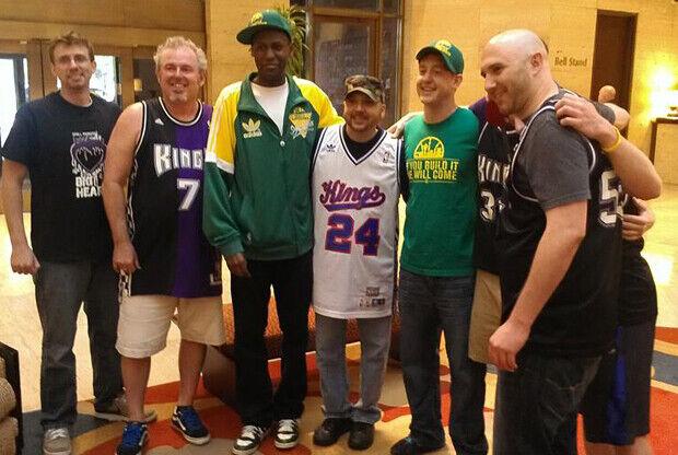 Aficionados de Sacramento Kings y Seattle SuperSonics