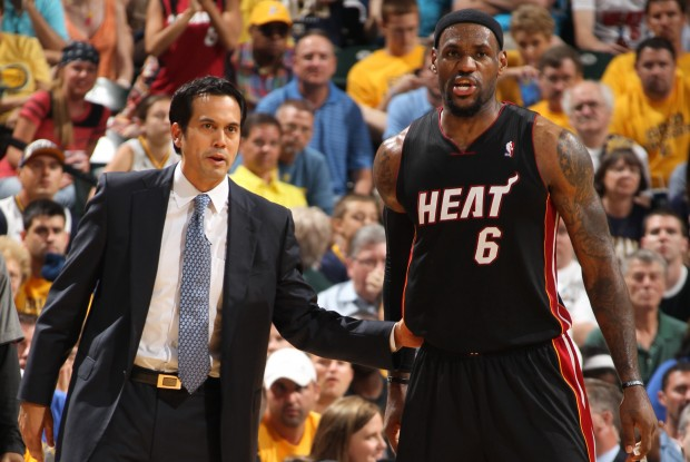 Erik Spoelstra y LeBron James./ Getty Images