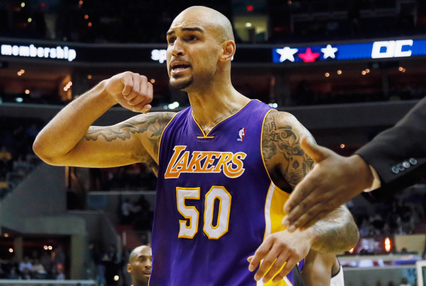 Robert Sacre./ Getty Images