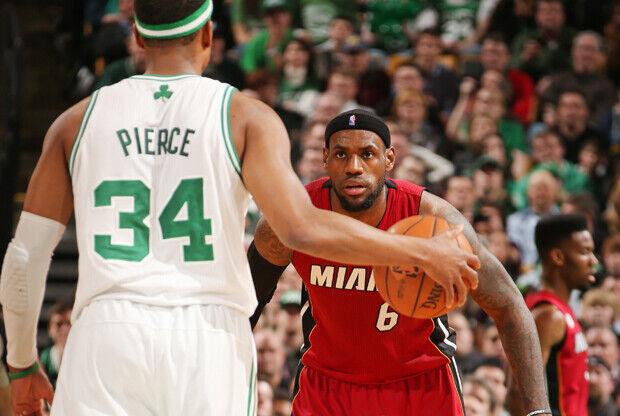 Paul Pierce y LeBron James./ Getty Images