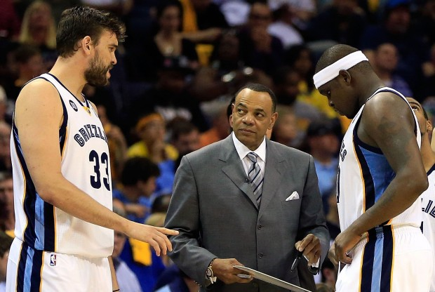Marc Gasol, Lionel Hollins y Zach Randolph./ Getty Images