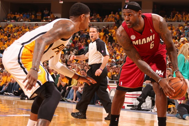 Paul George vs. LeBron James./ Getty Images