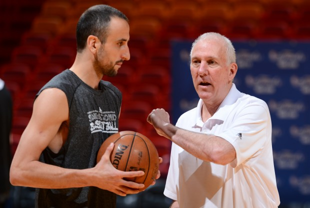 Manu Ginobili y Gregg Popovich./ Getty Images