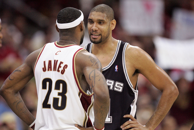 LeBron James y Tim Duncan./ Getty Images