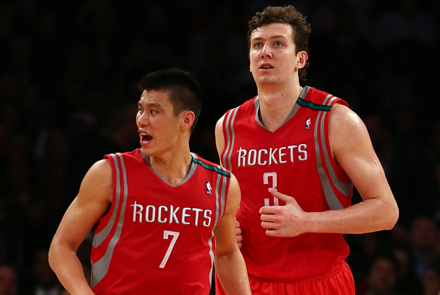 Omer Asik y Jeremy Lin./ Getty Images