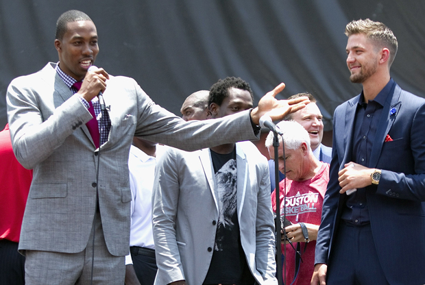 Dwight Howard y Chandler Parsons./ Getty Images