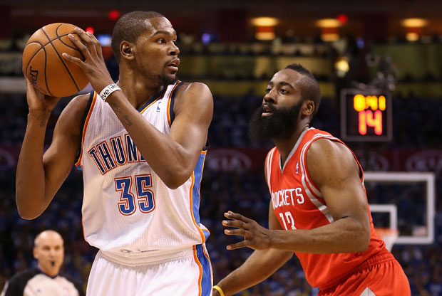 Kevin Durant y James Harden / Getty Images
