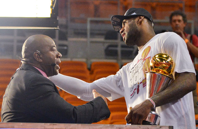 LeBron James y Magic Johnson / Getty Images