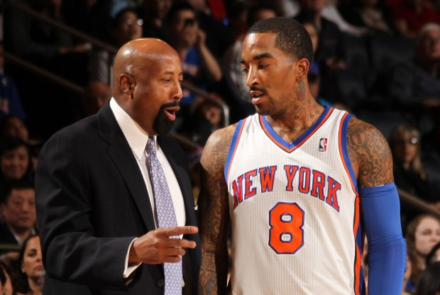 Mike Woodson y J.R. Smith./ Getty Images