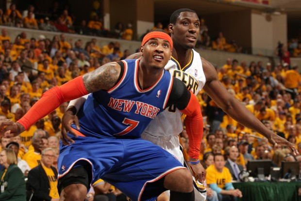 Carmelo Anthony cierra el rebote./ Getty Images