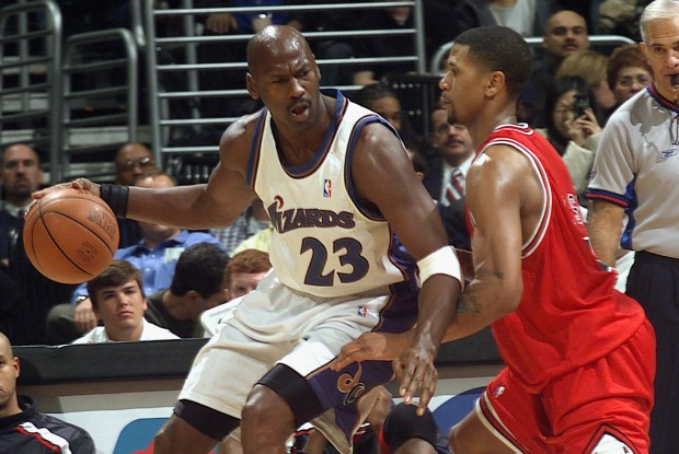 Michael Jordan y Jalen Rose./ Getty Images
