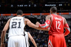 Tim Duncan y Dwight Howard./ Getty Images
