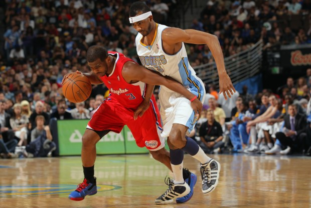 Chris Paul y Corey Brewer./ Getty Images