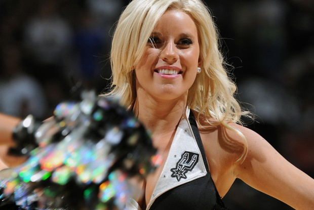 San Antonio Spurs Cheerleader./ Getty Images