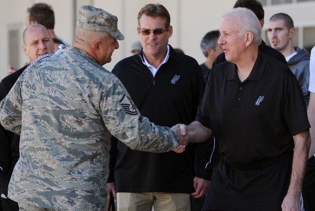 Gregg Popovich en su visita a Colorado Springs./ Getty Images