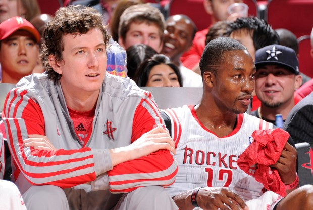 Omer Asik y Dwight Howard./ Getty Images