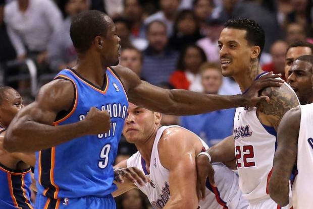 Serge Ibaka y Matt Barnes./ Getty Images