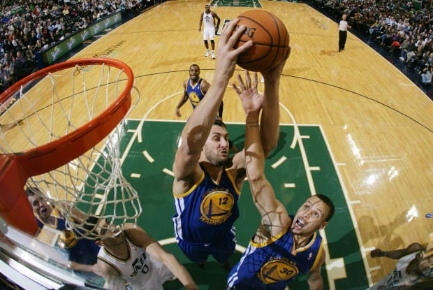 Andrew Bogut y Stephen Curry./ Getty Images