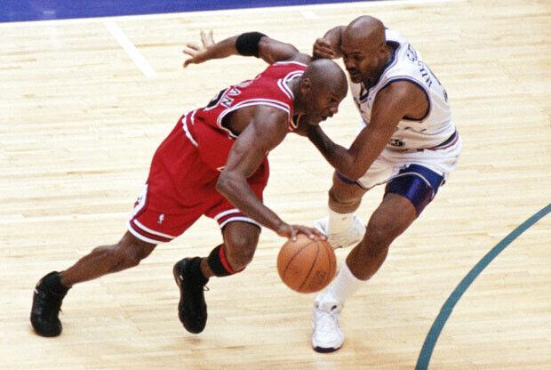 Michael Jordan y Bryon Russell / Getty Images