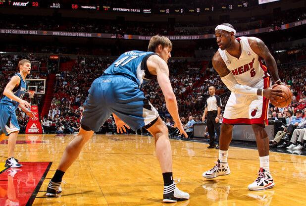 Andrei Kirilenko y LeBron James / Getty Images