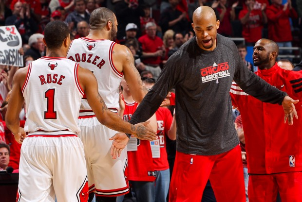 Taj Gibson y Derrick Rose./ Getty Images