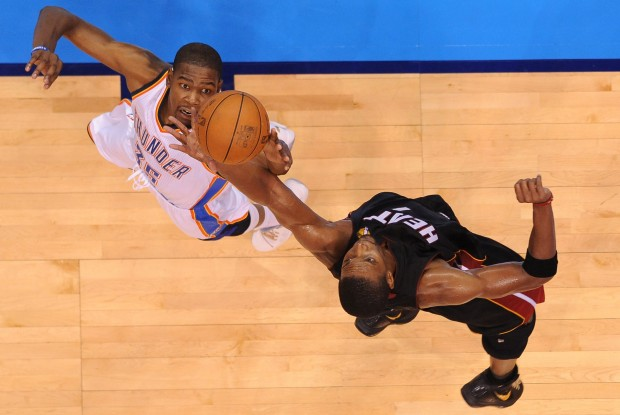 Kevin Durant y Chris Bosh./ Getty Images