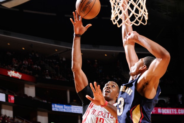 Dwight Howard vs. Anthony Davis./ Getty Images