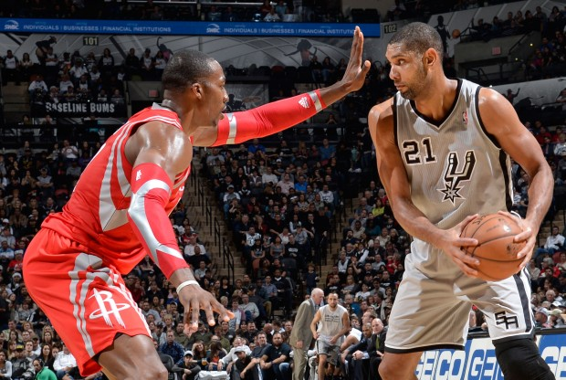 Dwight Howard y Tim Duncan./ Getty Images