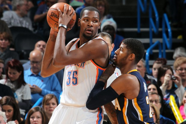 Kevin Durant y Paul George./ Getty Images