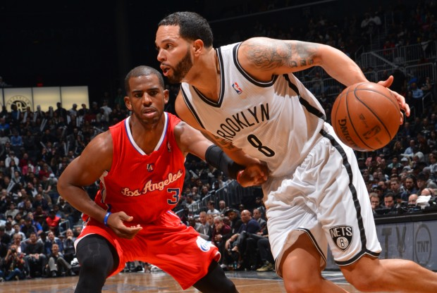 Deron Williams rebasa a Chris Paul./ Getty Images