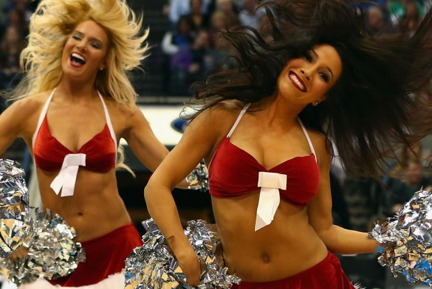 Cheerleaders Dallas Mavericks./ Getty Images