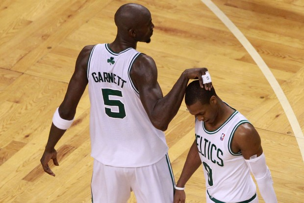 Kevin Garnett y Rajon Rondo./ Getty Images