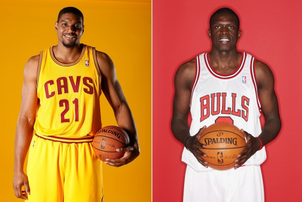 Andrew Bynum y Luol Deng./ Getty Images