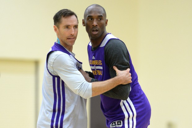 Steve Nash y Kobe Bryant./ Getty Images