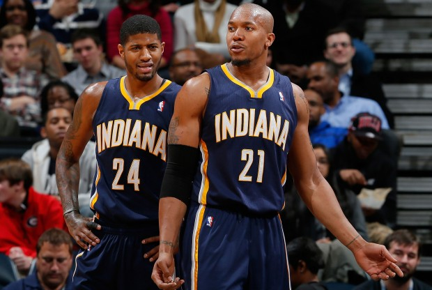 Paul George y David West./ Getty Images