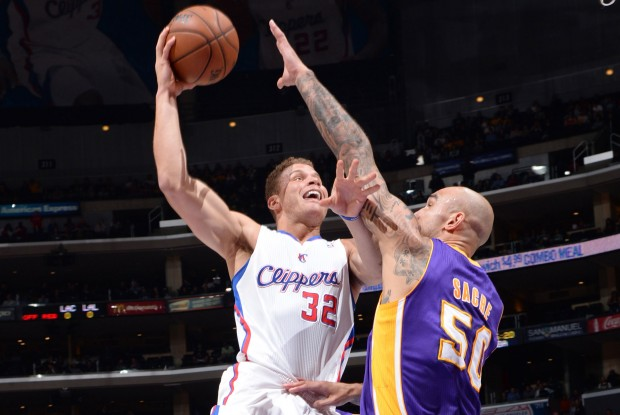 Blake Griffin y Robert Sacre./ Getty Images