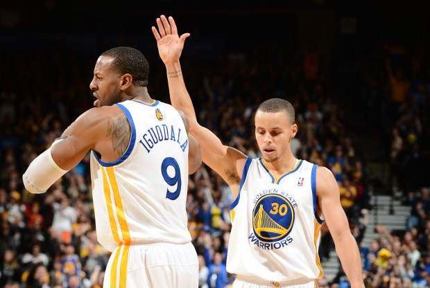 Andre Iguodala y Stephen Curry./ Getty Images