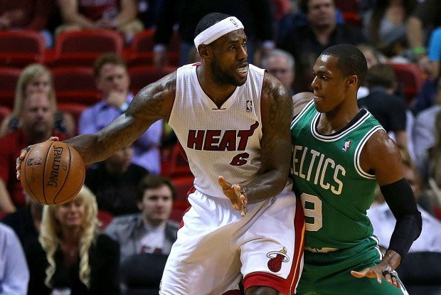 LeBron James y Rajon Rondo./ Getty Images