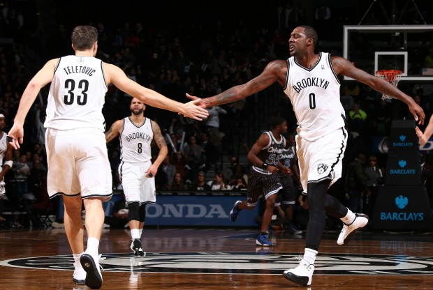 Mirza Teletovic y Andray Blatche./ Getty Images