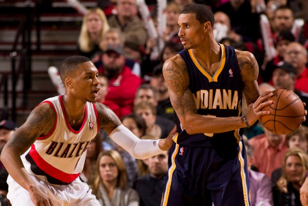 Damian Lillard defiende a George Hill./ Getty Images