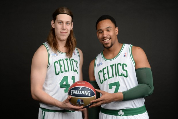 Kelly Olynyck y Jared Sullinger./ Getty Images