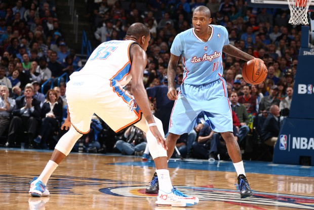 Jamal Crawford vs. Kevin Durant./ Getty Images
