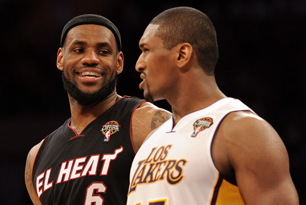 LeBron James y Metta World Peace / Getty Images