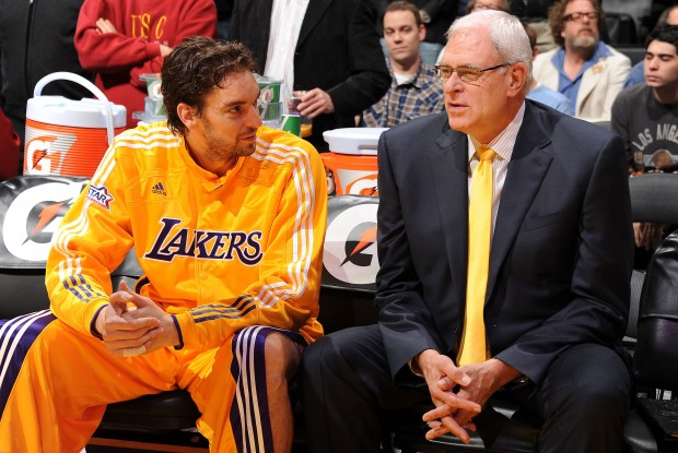 Paul Gasol y Phil Jackson./ Getty Images