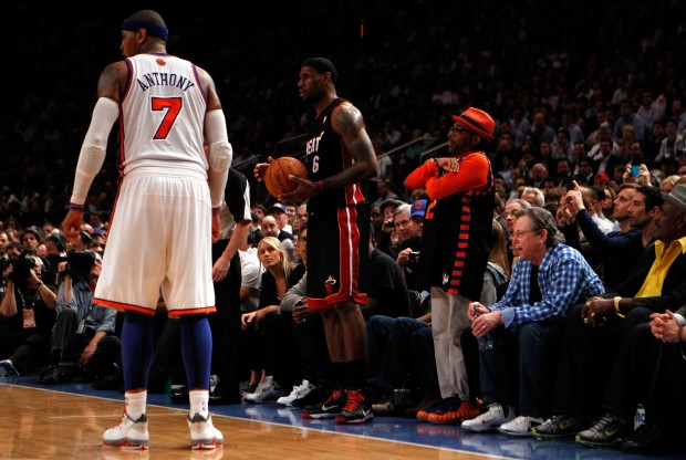 Carmelo Anthony, LeBron James y Spike Lee./ Getty Images