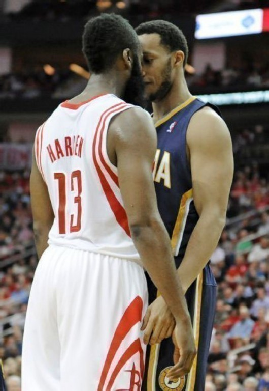 James Harden y Evan Turner./ Getty Images