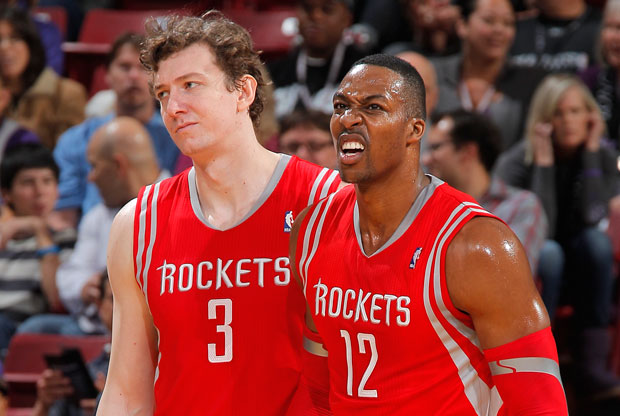 Dwight Howard y Omer Asik / Getty Images