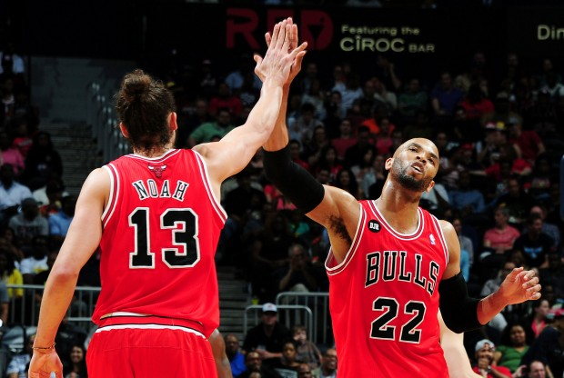 Joakim Noah y Taj Gibson./ Getty Images