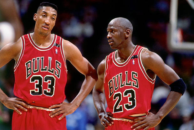 Scottie Pippen y Michael Jordan / Getty Images