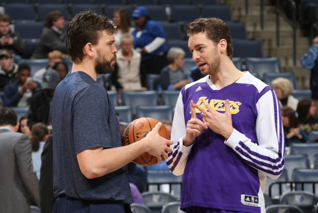Marc Gasol y su hermano Pau./ Getty Images